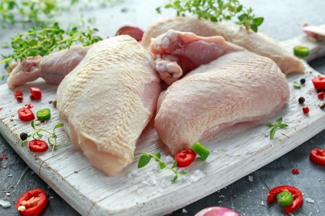 Xăm môi có được ăn thịt gà không?