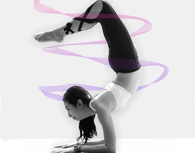 yoga giảm mỡ bụng cô gái vàng