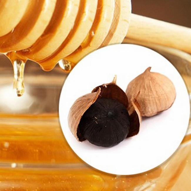 Ăn tỏi đen ngâm mật ong hỗ trợ làm đẹp da tốt