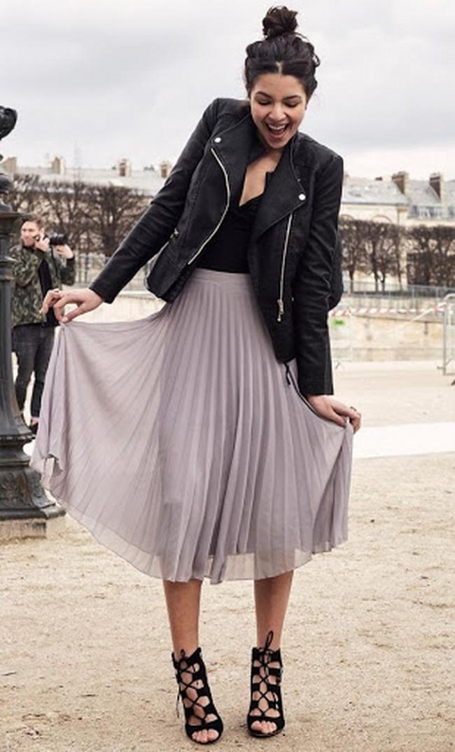 Áo da phối với chân váy xếp ly dáng dài cá tính và phong cách