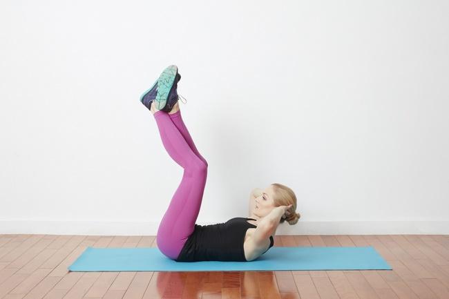 Bài tập Cardio gập bụng duỗi chân giảm cân hiệu quả