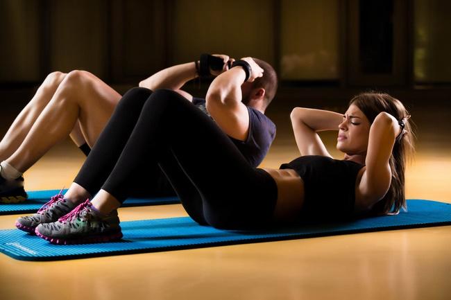 Bài tập gập bụng giảm mỡ bụng hiệu quả