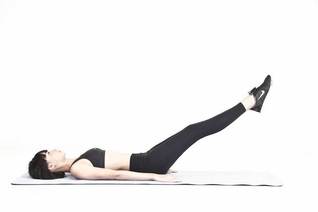 Bài tập gập bụng nâng chân