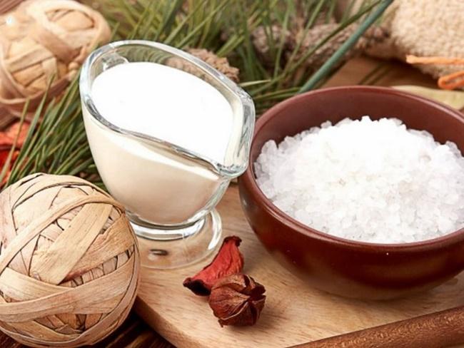 Cách loại bỏ tế bào chết bằng muối và sữa tươi