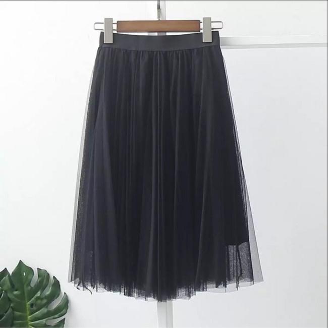 Chân váy công chúa so le có kiểu dáng thiết kế với 2 lớp