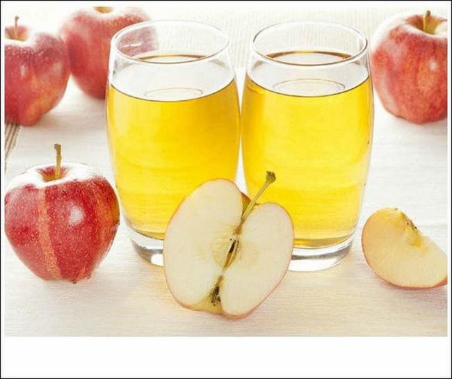 Chanh tươi với nước ép táo hoặc cà rốt cho làn da nhạy cảm