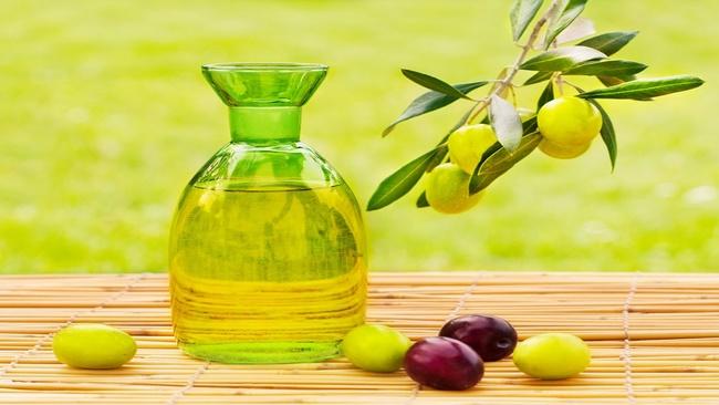Chanh và dầu oliu làm mềm mịn làn da khô