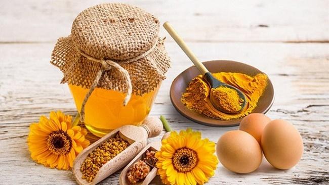Cho làn da sáng khỏe, sạch mụn với mặt nạ trứng gà mật ong và tinh bột nghệ