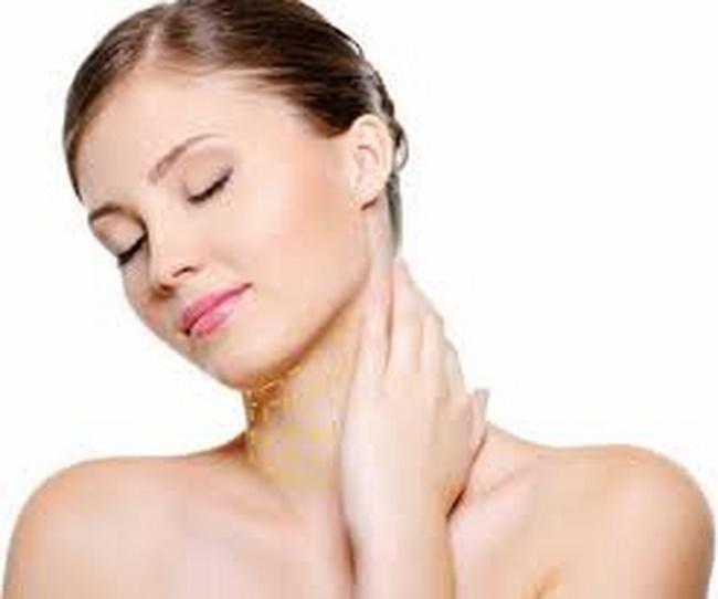 Chú trọng việc chăm sóc vùng mắt, khóe miệng và cổ