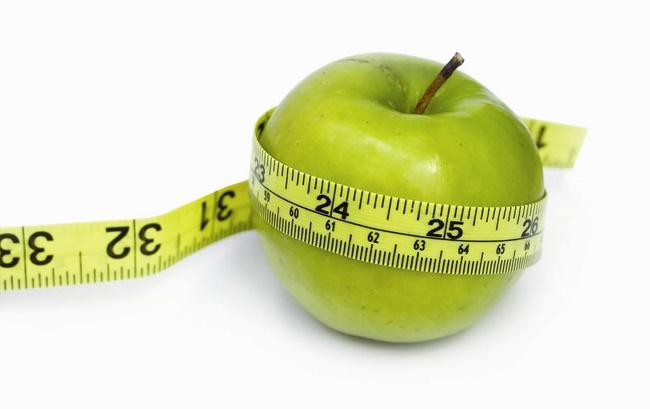 """Đằng sau những """"sự thật"""" bất ngờ ăn táo giảm cân"""