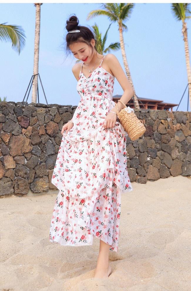 Đầm maxi hoa phù hợp trong những buổi tiệc tại biển