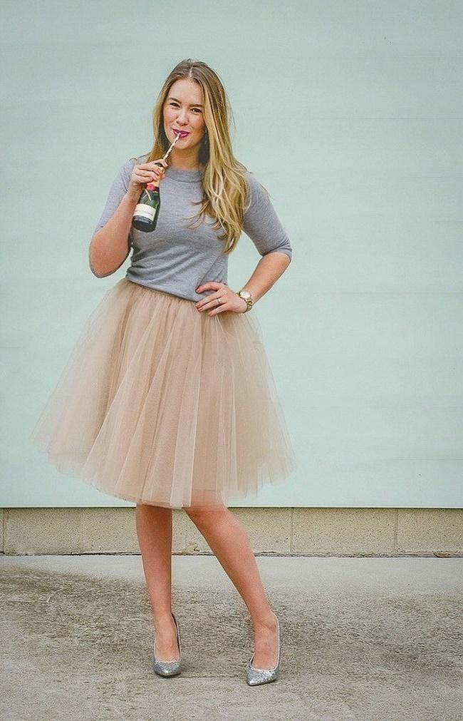 Chân váy tuổi trung niên cho dáng người hình chữ nhật phù hợp với chân váy Peplum tạo nét duyên dáng cho các nàng