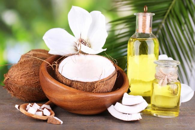 Điều trị mụn thâm bằng dầu dừa