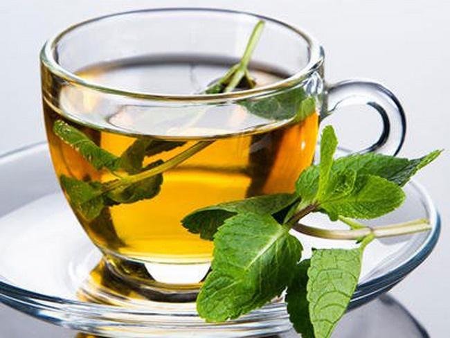 Làm trà nghệ với lá bạc hà giảm cân