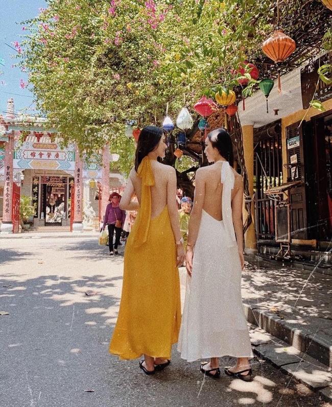 Mạch Nha Đường - shop đầm maxi đi biển đẹp tại Hà Nội và t.p Hồ Chí Minh chuyên theo đuổi phong cách sexy, quyến rũ