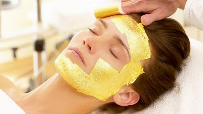 Massage mặt nạ bằng vàng 24k cho làn da sáng mịn, ngăn ngừa lão hóa