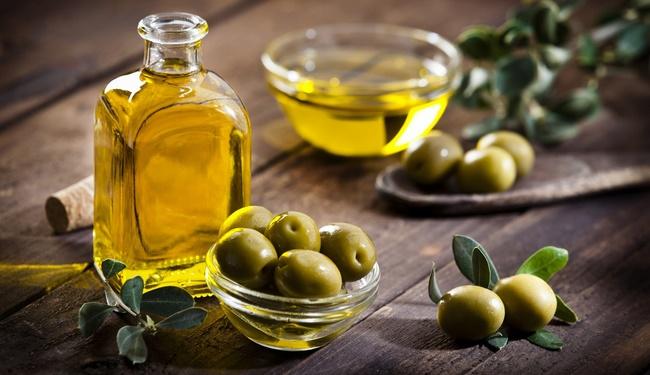 Mặt nạ trắng da bằng vitamin E và dầu oliu