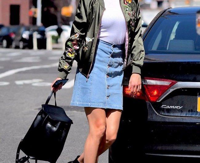 Mix chân váy bò với áo Bomber tạo sự trẻ trung và phóng khoáng cho người diện