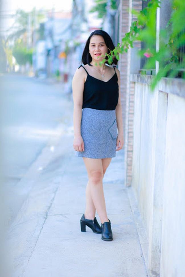 Nên chọn những đôi giày đế bằng tối màu phù hợp với trang phục
