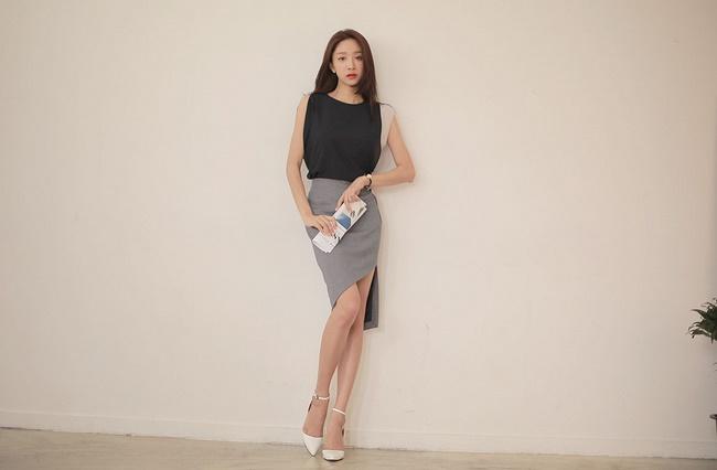 Người có dáng chữ A hợp với kiểu chân váy bó sát gối tạo cảm giác đôi chân thon dài hơn
