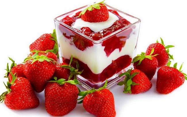 Sữa chua và dâu tây nuôi dưỡng làn da mịn màng và trắng sáng hơn
