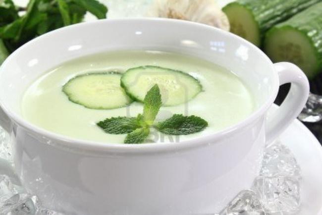 Sữa chua với dưa leo giúp bổ sung nước và vitamin