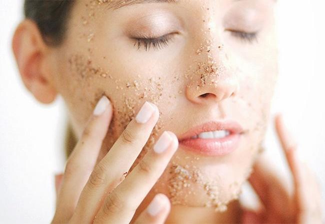 Tẩy da chết thường xuyên làm sạch da chuyên sâu