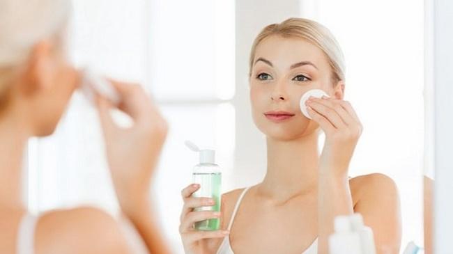 Toner có tác dụng làm mềm da, ngăn chặn tình trạng đánh mất độ ẩm cần thiết trên da