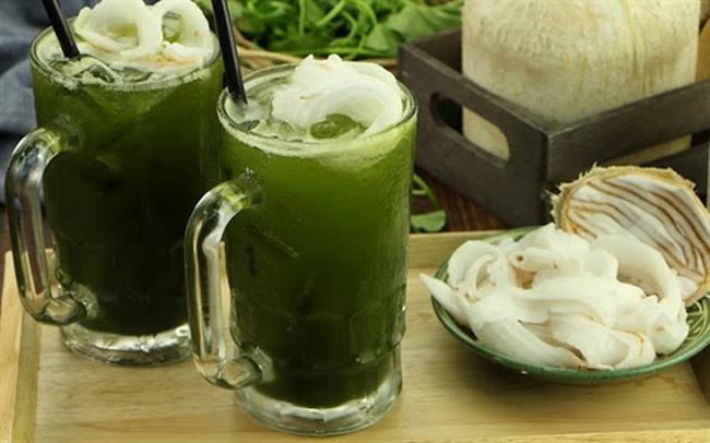 Trị mụn bằng sinh tố rau má với dừa tươi