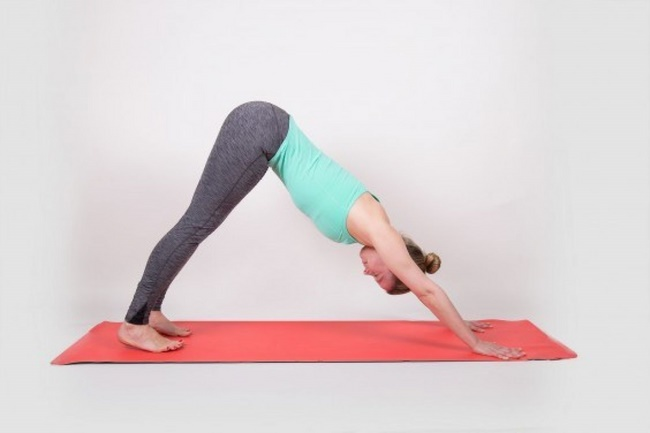 Tư thế ngọn núi - Bài tập yoga giảm mỡ bụng hiệu quả tại nhà