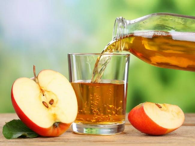 Uống nước giấm táo trước bữa ăn giảm cân