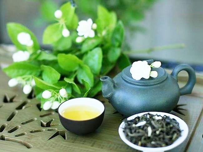 Uống nước trà xanh vào trước hoặc sau bữa ăn khoảng 30 phút