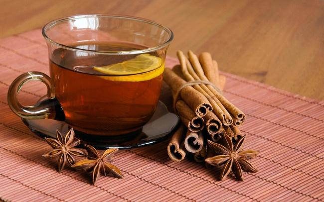 Uống trà nghệ với bột quế