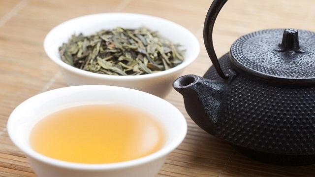 Uống chè khô có giảm cân không? Các loại trà giảm cân tốt nhất!