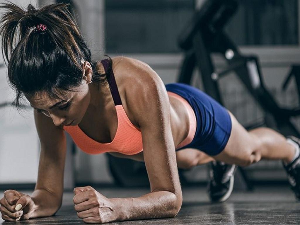 Bài tập Plank trên giường giảm mỡ toàn thân hiệu quả