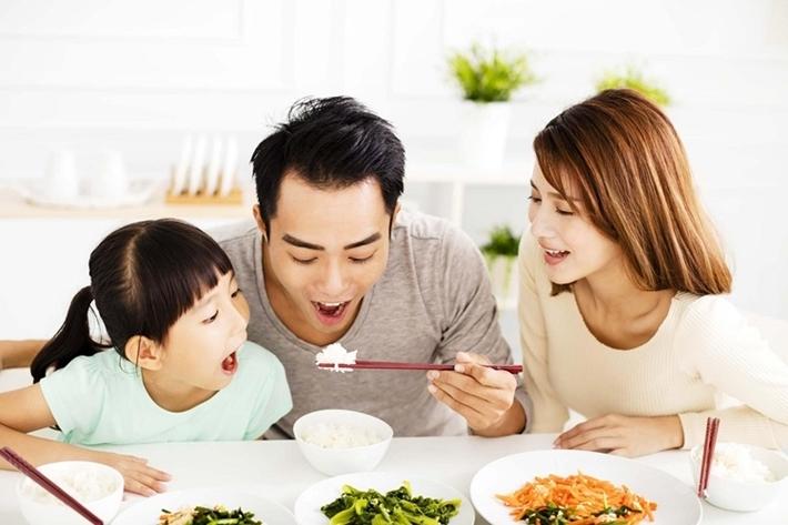 Chế độ ăn kiêng cho trẻ cũng cần đảm bảo đủ chất dinh dưỡng phục vụ nuôi cơ thể phát triển tốt