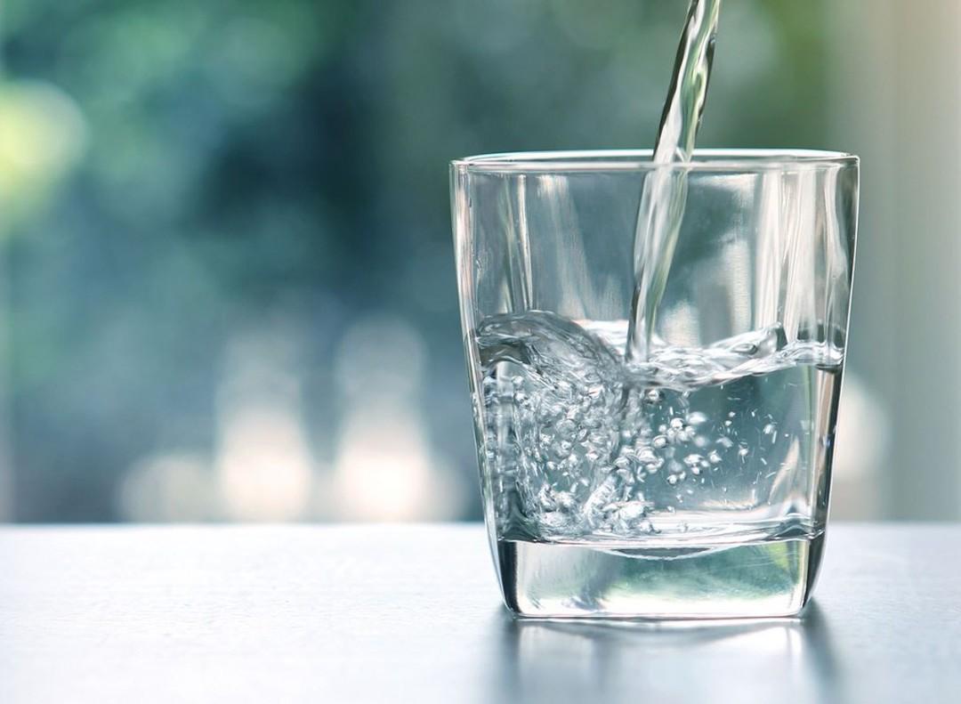 Uống nước đá lạnh