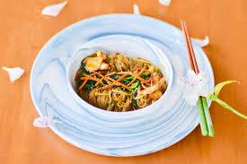 Thực đơn ăn kiêng giảm mỡ của Hana Giang Anh với Mì gạo xào ức gà măng tây